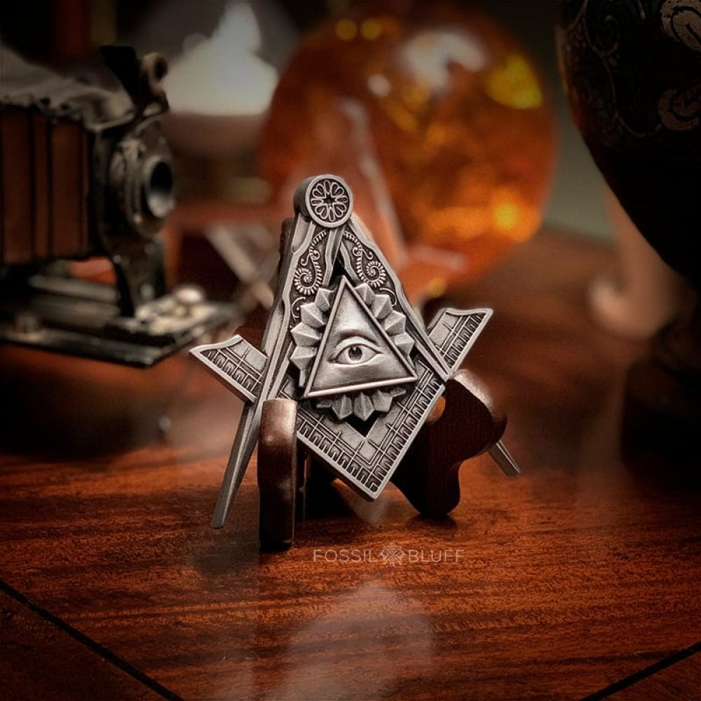 All Seeing Eye Providence Freemason Masonic Emblem Master Mason MM Pewter Walnut Easel