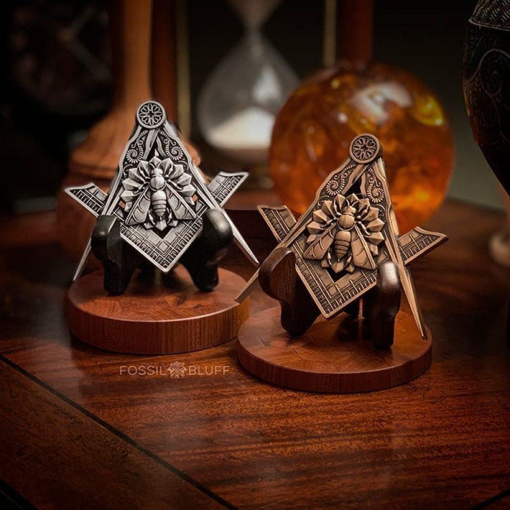 Industry Honey Bee Freemason Masonic Emblem Antique Gold Pewter Walnut Black Easel Master Mason MM