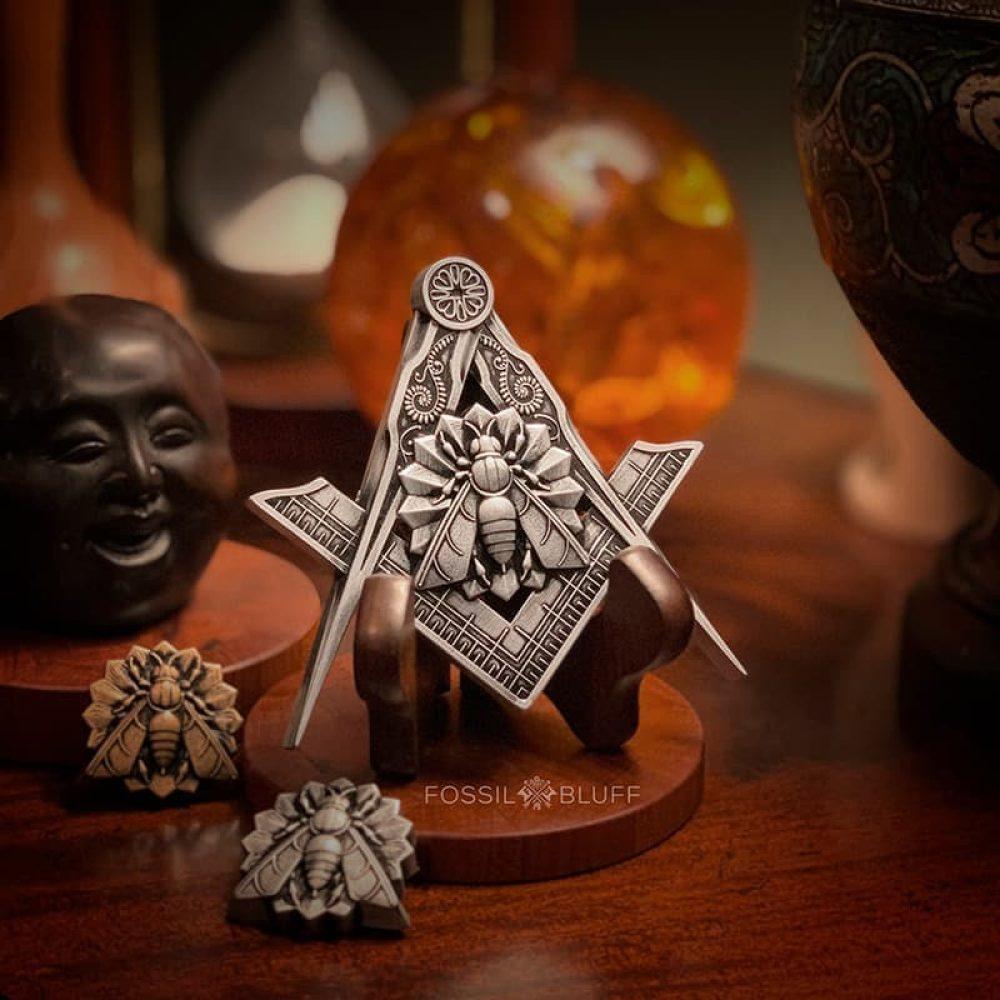 Industry Honey Bee Freemason Masonic Emblem Pewter Walnut Easel Master Mason MM